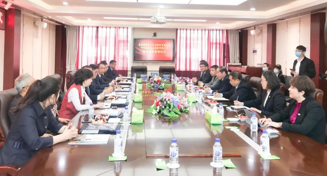 合作共赢,放眼海外:中通bob亚洲官网-德蕴电气签署战略合作协议